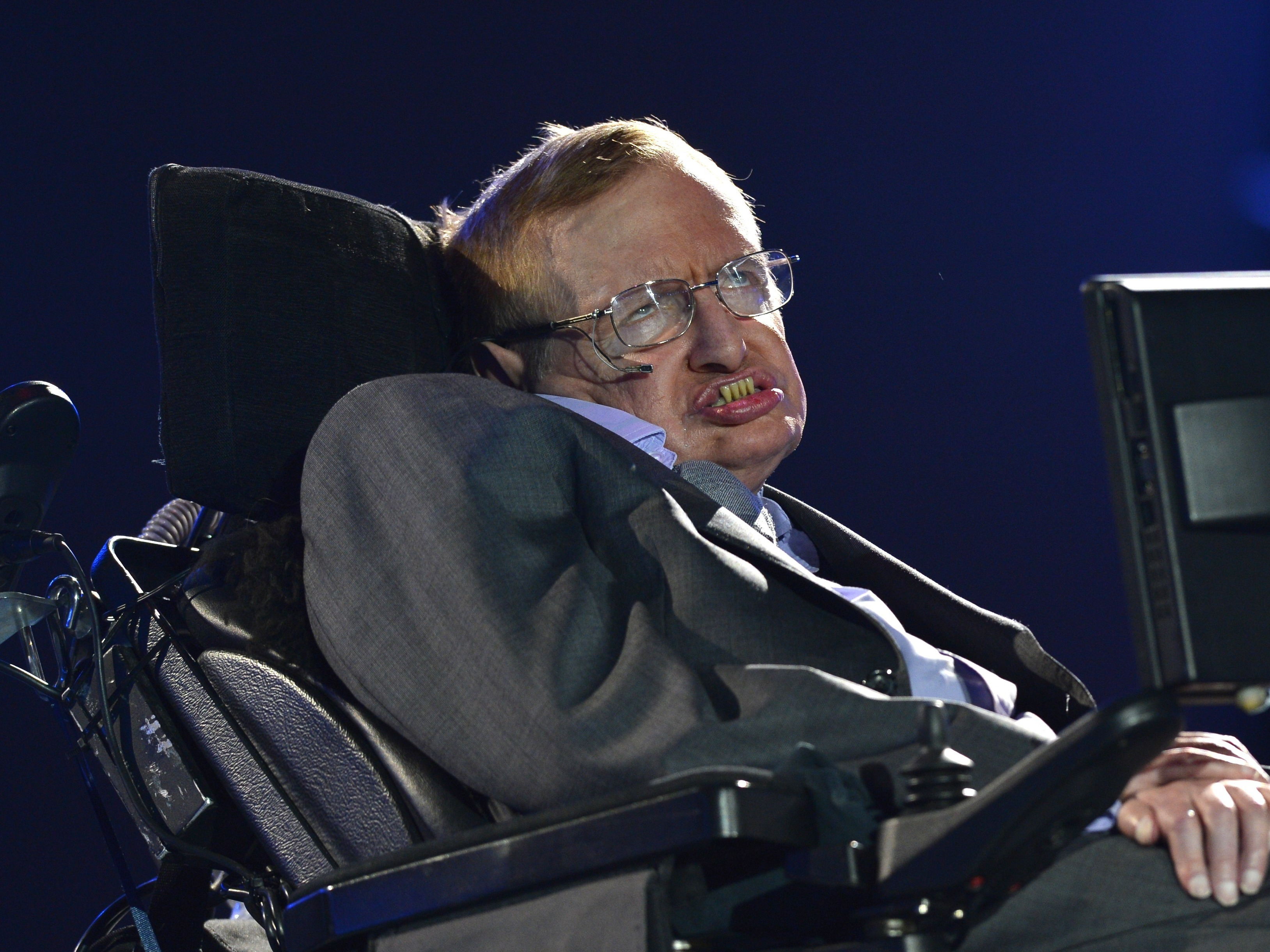 Stephen Hawking Backs Assisted Suicide For The Terminally Ill