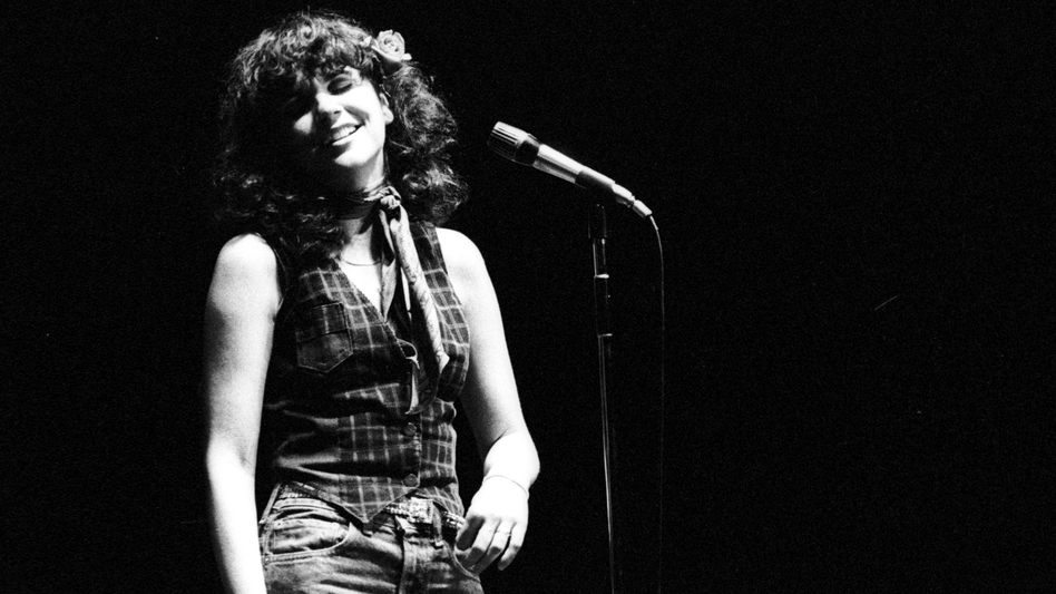 Linda Ronstadt performs in 1970. (Getty Images)