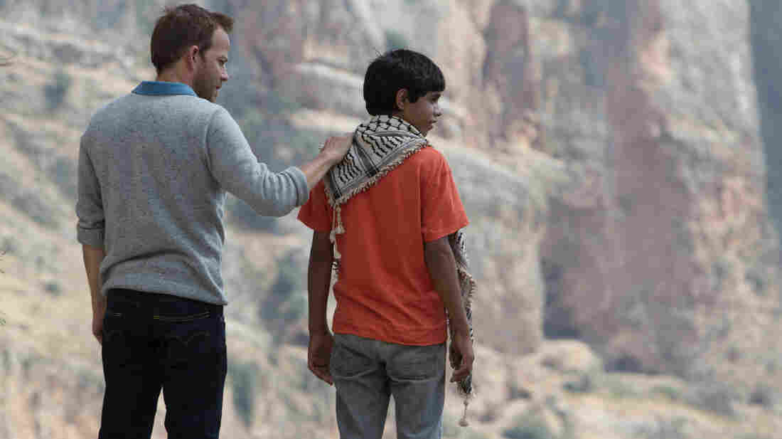 Zaytoun follows Yoni (Stephen Dorff), an Israeli fighter pilot, and Fahed (Abdallah El Akal), a young Palestinian boy, as they travel together and form an unlikely bond.