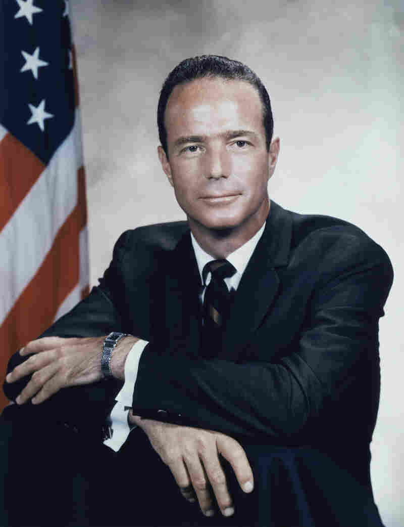 American astronaut Malcolm Scott Carpenter, the fourth American astronaut in space and the second to orbit Earth, died Thursday at the age of 88.