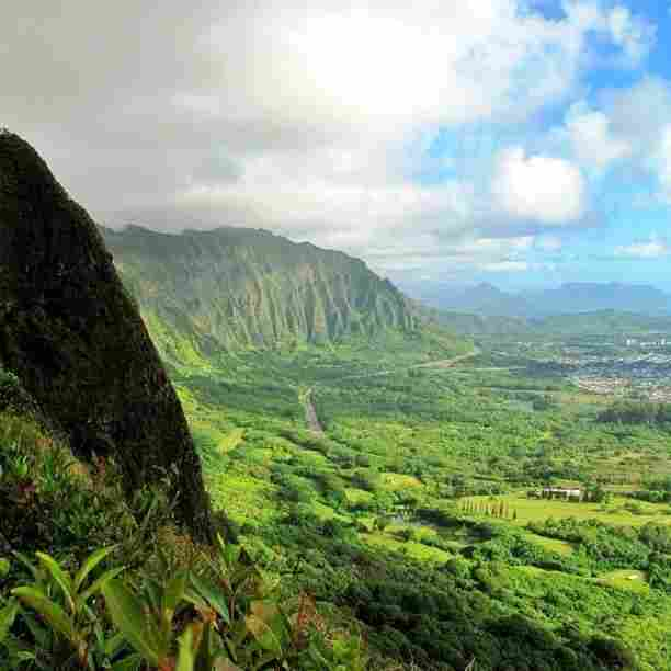 Oʻahu, Hawaiʻi – Pali Lookout: This is where King Kamehameha trapped more than 400 Oahu warriors in 1795, who were then pushed (or jumped) to their deaths off the sheer 1,200-foot cliffs of Nu'uanu Pali.
