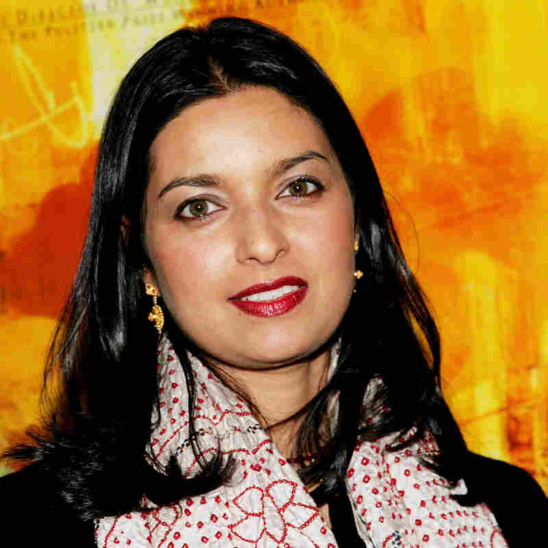 Writer Jhumpa Lahiri attends the Fox Searchlight premiere of The Namesake.