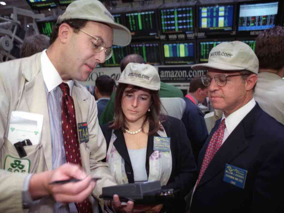 Joy Covey, then the chief financial officer of Amazon.com, on the floor of the Chicago Board Options Exchange in 1997, the year Amazon went public. She was with exchange Vice Chairman Thomas Ascher (left) and CEO William Brodsky.