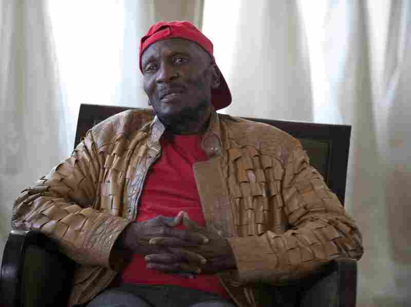 Reggae singer Jimmy Cliff recorded his album Another Cycle at Muscle Shoals Sound Studios.