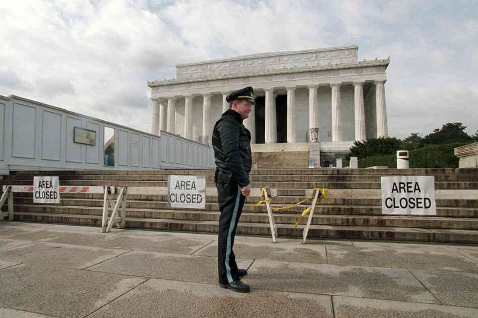 U.S. Park Service Police Officer P.G. Carroll stands in front of the Lincoln Memorial during the federal government shutdown in November 1995.