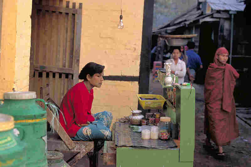 Betel nut vendor, Bago, 2000