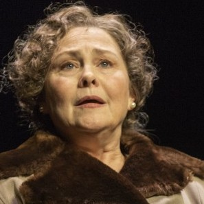 In the production, Cherry Jones takes on the role of Amanda, a mother trying to marry off her troubled daughter.