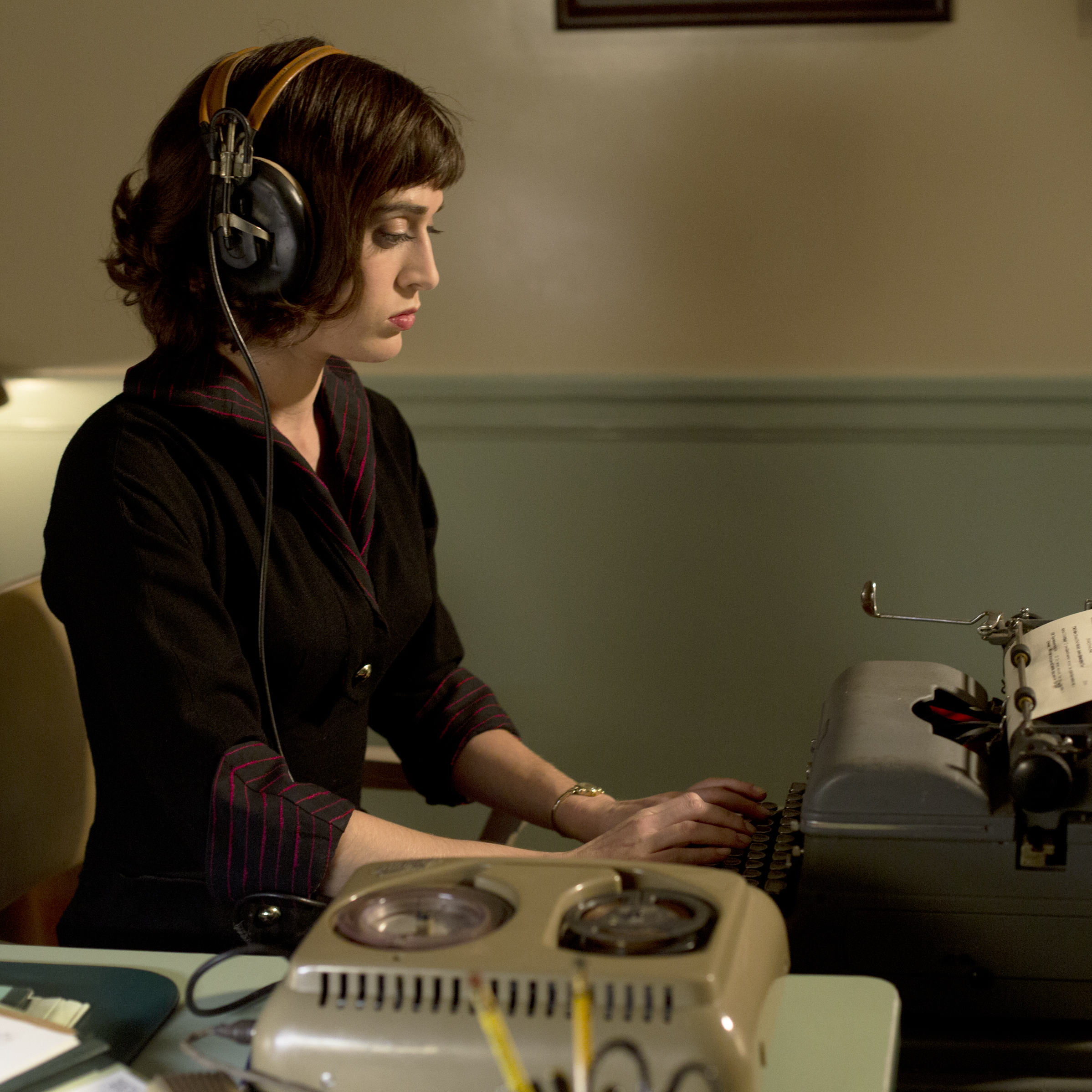 Lizzy Caplan as Virginia Johnson in Masters of Sex.