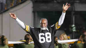 Former Pittsburgh Steelers defensive lineman L.C. Greenwood waving to fans in 2006. He died Sunday at the age of 67.