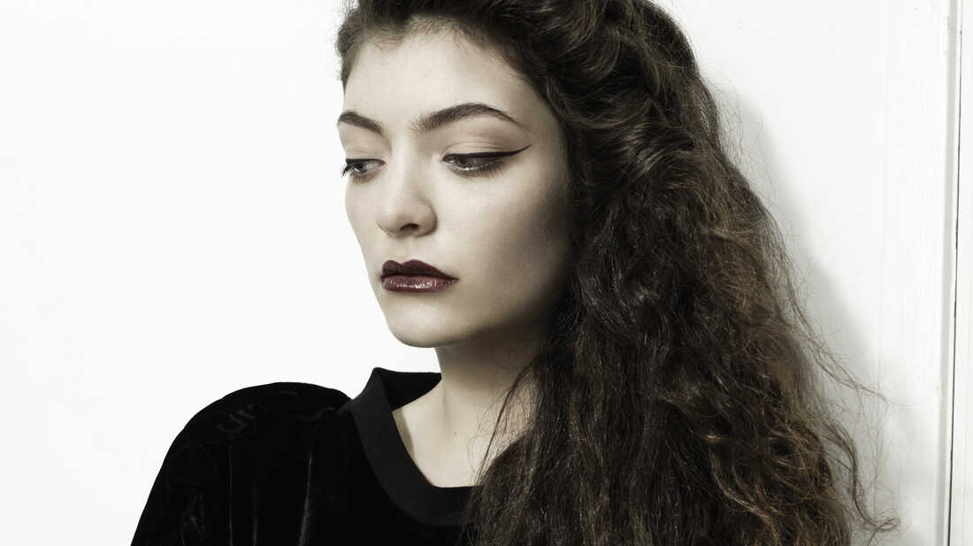 Lorde Doesn't Have A Bentley, But The Charts Will Do
