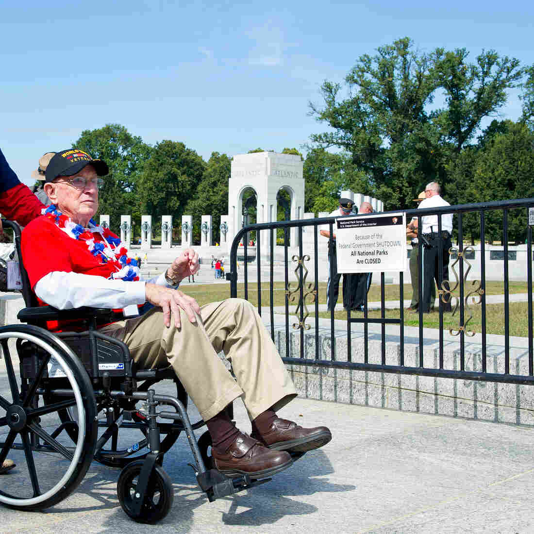 What Shutdown? WWII Vets Ignore Barricades To See Memorial