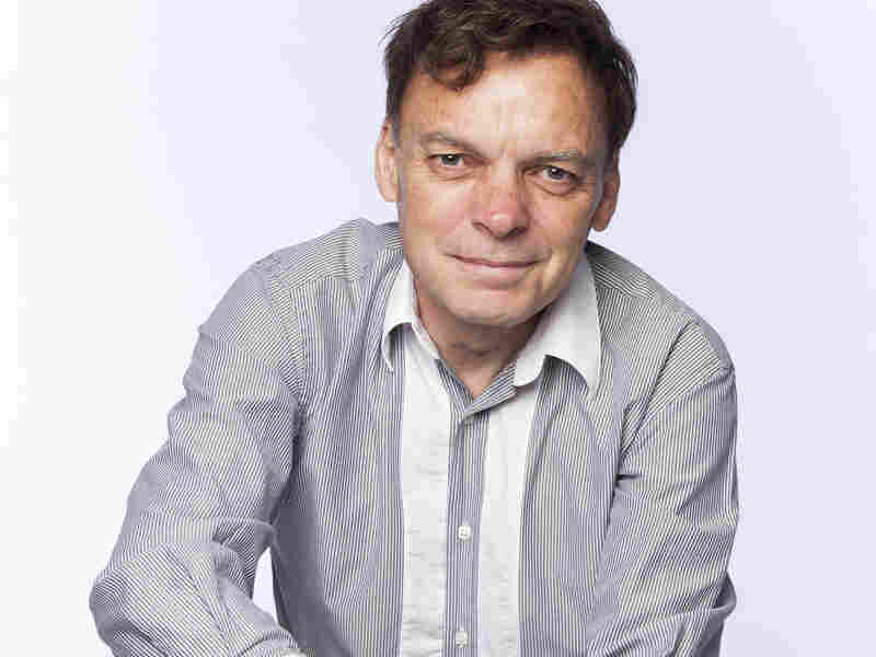 Graeme Simsion was an IT consultant before publishing The Rosie Project.