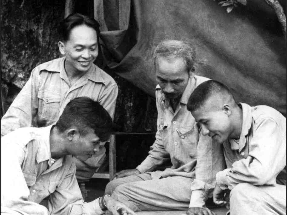 Gen. Vo Nguyen Giap (back) with Vietnamese President Ho Chi Minh (second from right) and other advisers in 1950.