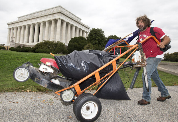 Chris Cox of Mount Pleasant, S.C., pushes a cart near the Lincoln Memorial in Washington, on Wednesday.
