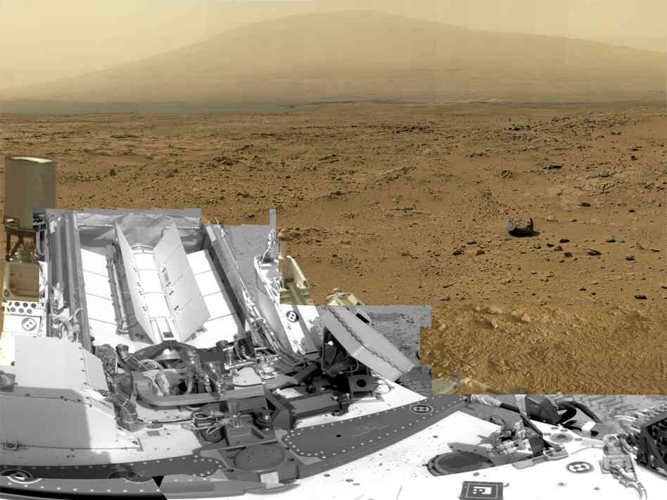 A photo composed of nearly 900 images taken by the rover Curiosity shows a section of Gale Crater near the e
