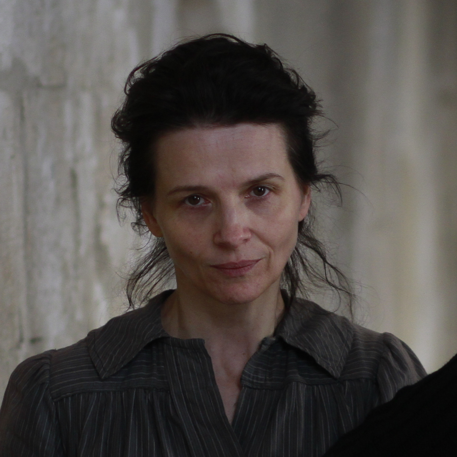 Juliette Binoche as Camille Claudel and Alexandra Lucas as Mademoiselle Lucas in Camille Claudel 1915.