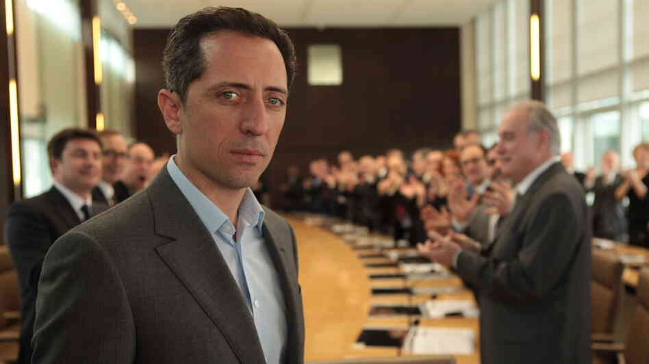 A former economics professor (Gad Elmaleh) gains entree into the house-of-cards world of high finance when he suddenly becomes head of a venerable French bank.