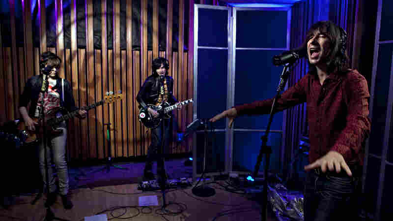 Primal Scream performs live on KCRW's Morning Becomes Eclectic.