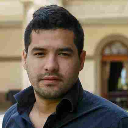 Salvadoran journalist Oscar Martinez is the author of The Beast.