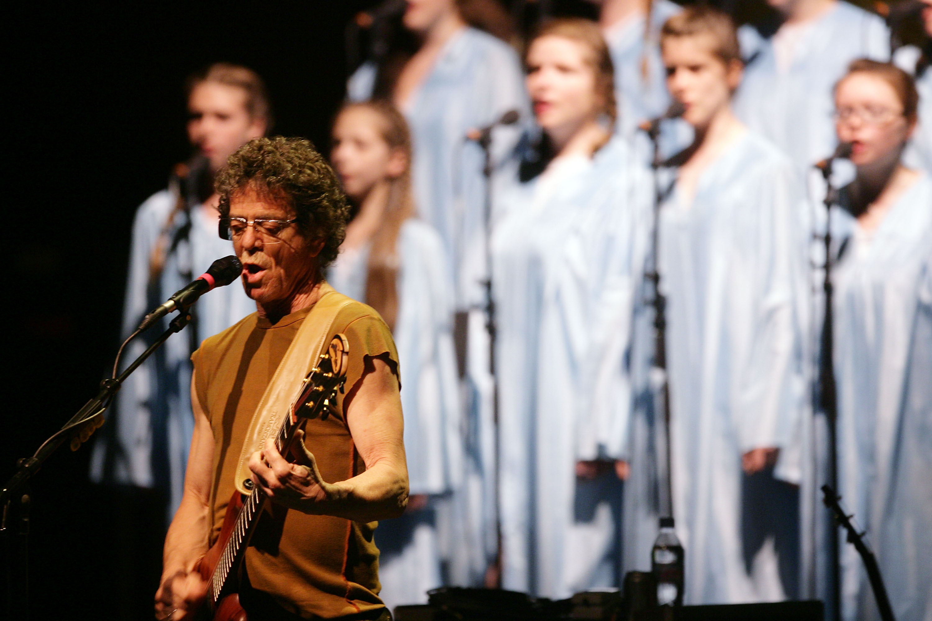 Reed performs his album Berlin at the CCH Congress Center in Hamburg in 2008.