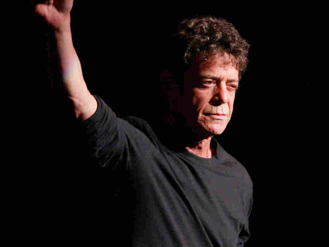 """NEW YORK - OCTOBER 29: (U.S. TABLOIDS OUT) Musician Lou Reed performs during the Creative Coalition's """"Seconding the First"""" Gala Benefit Concert at the Hammerstein Ballroom on October 29, 2002 in New York City. (Photo by Matthew Peyton/Getty Images)"""