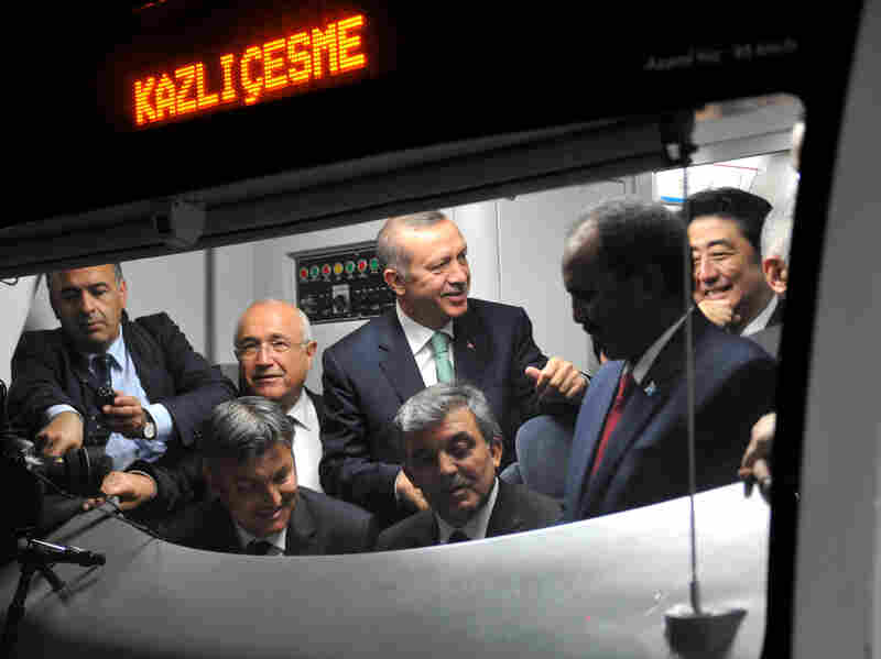 Japanese Prime Minster Shinzo Abe (right), Somalian President Hasan Sheikh Mahmud, Turkish President Abdullah Gul and Turkish Prime Minister Recep Tayyip Erdogan listen to an announcement in a train car at the Uskudar Marmaray station ahead of its inauguration ceremony in Istanbul, on Tuesday.