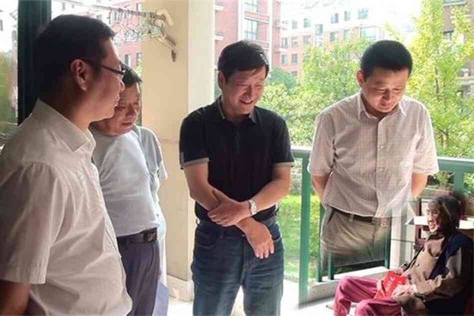 In a photo originally posted to a county government website, local officials purportedly visit a 100-year-old woman in Anhui province. They sure are tall, aren't they? And what happened to the legs of the guy on the