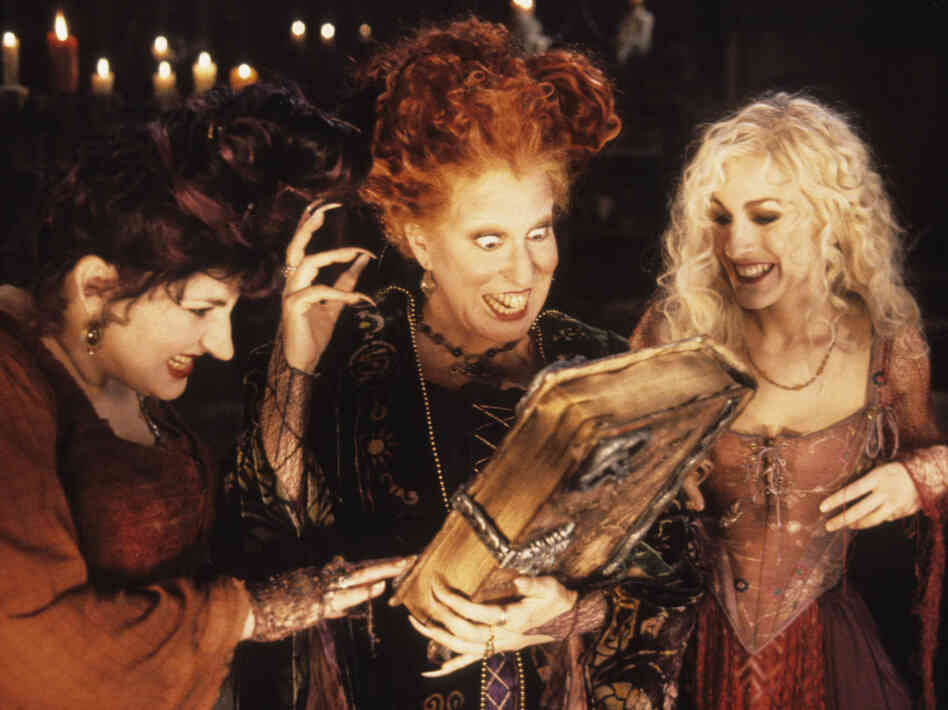 Kathy Najimy, Bette Midler and Sarah Jessica Parker star in Hocus Pocus as the Sanderson sisters, three 17th-century witches who are brought back to life in Salem, Mass., in 1993.
