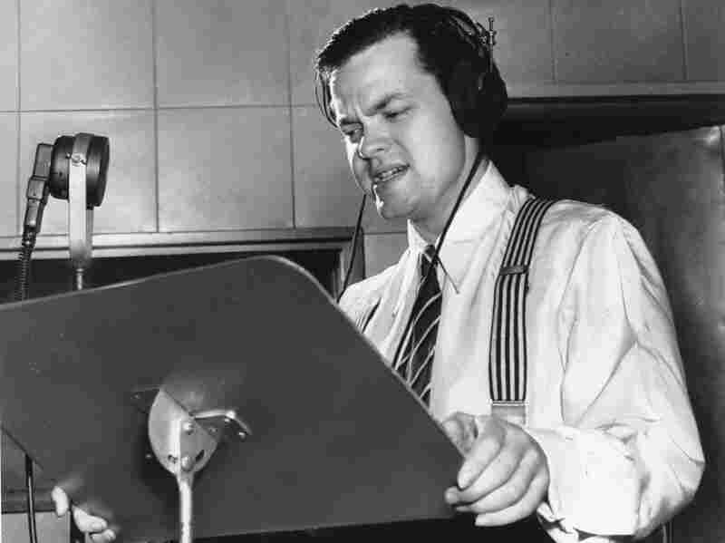 Orson Welles delivering a radio broadcast in 1938, the same year he aired his War of the Worlds fake news program.