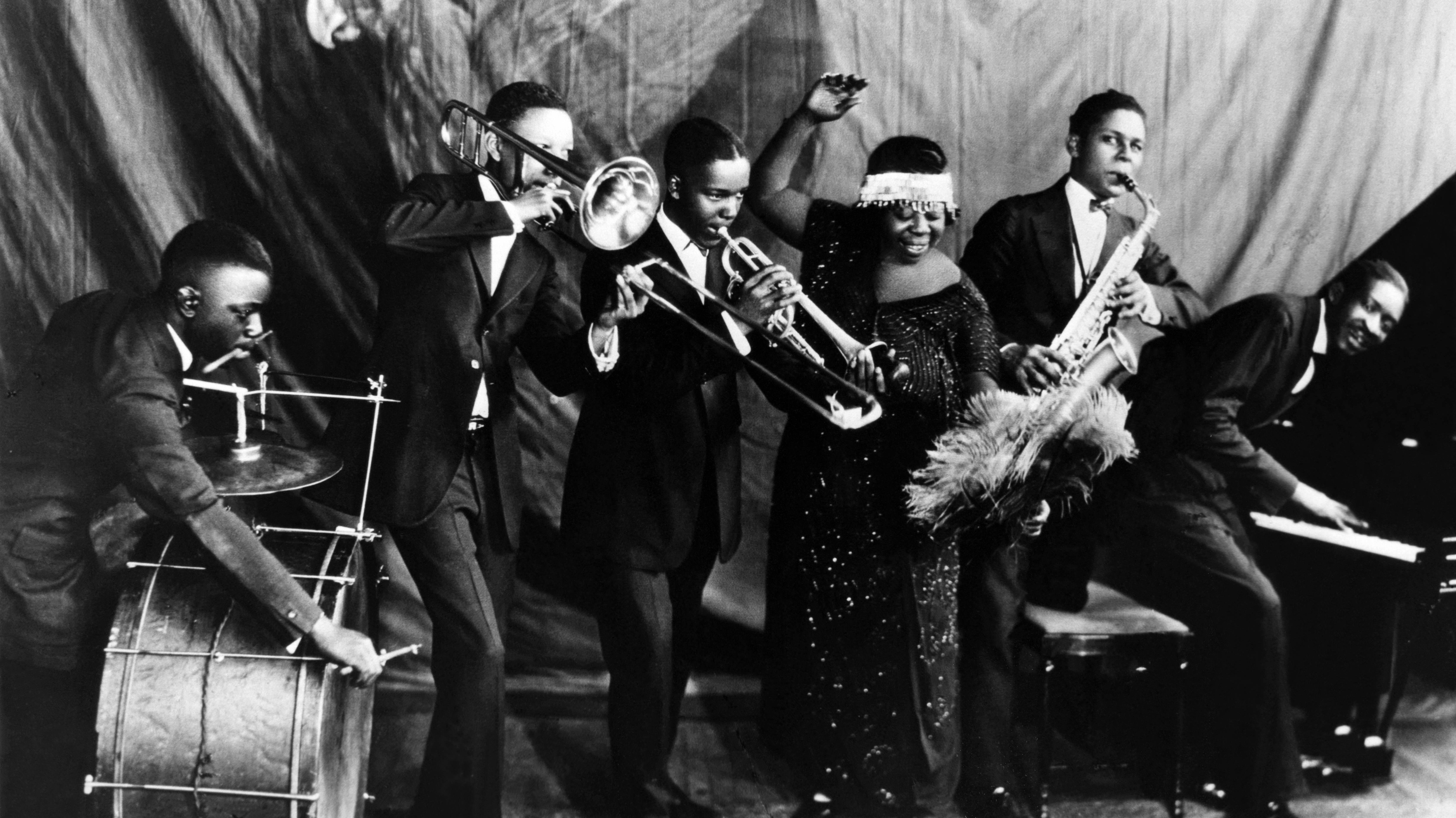 Holding Music H... 1920s Jazz