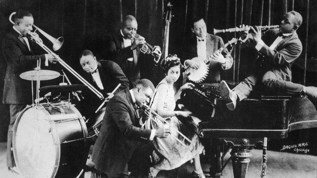 King Oliver's Creole Jazz Band in Chicago in 1923: Louis Armstrong is kneeling, from left to right behind him are H