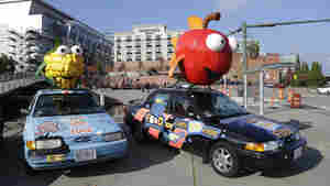 """A car with a giant apple on top promotes a """"yes"""" vote on Initiative 522 in Washington state, which would require genetically modified foods to be labeled as such."""