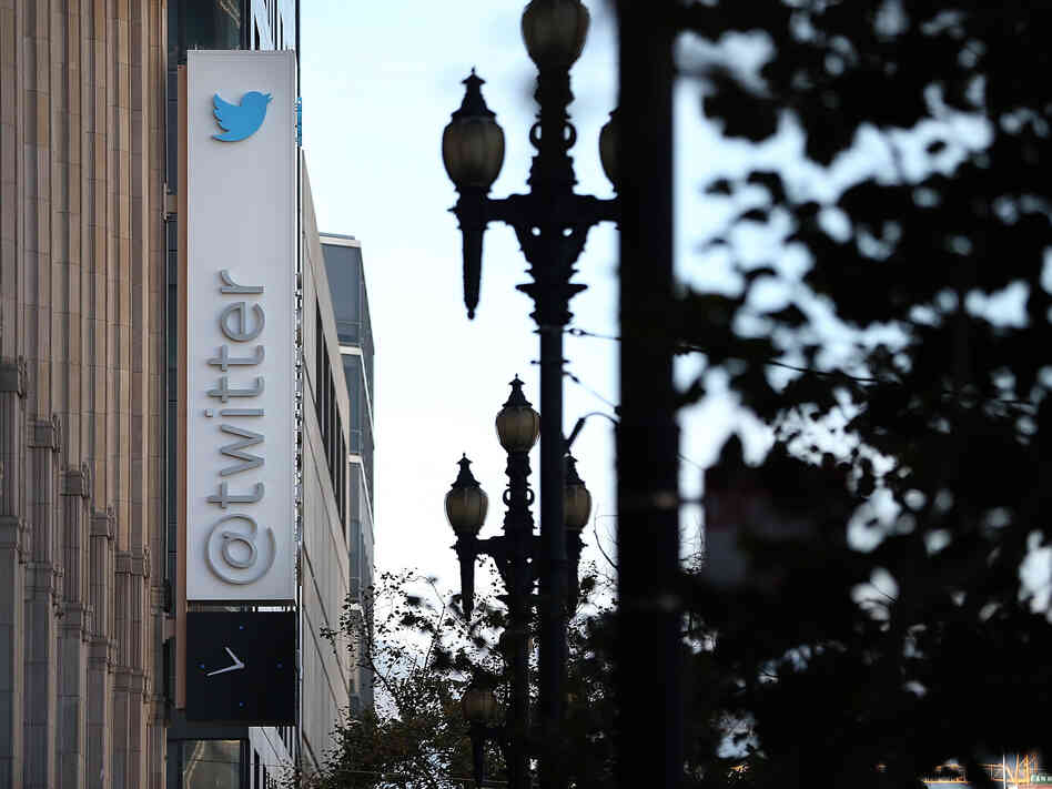Twitter announced that it has set a price range for its initial public offering between $17 and $20 per share and hopes to sell 70 million shares.