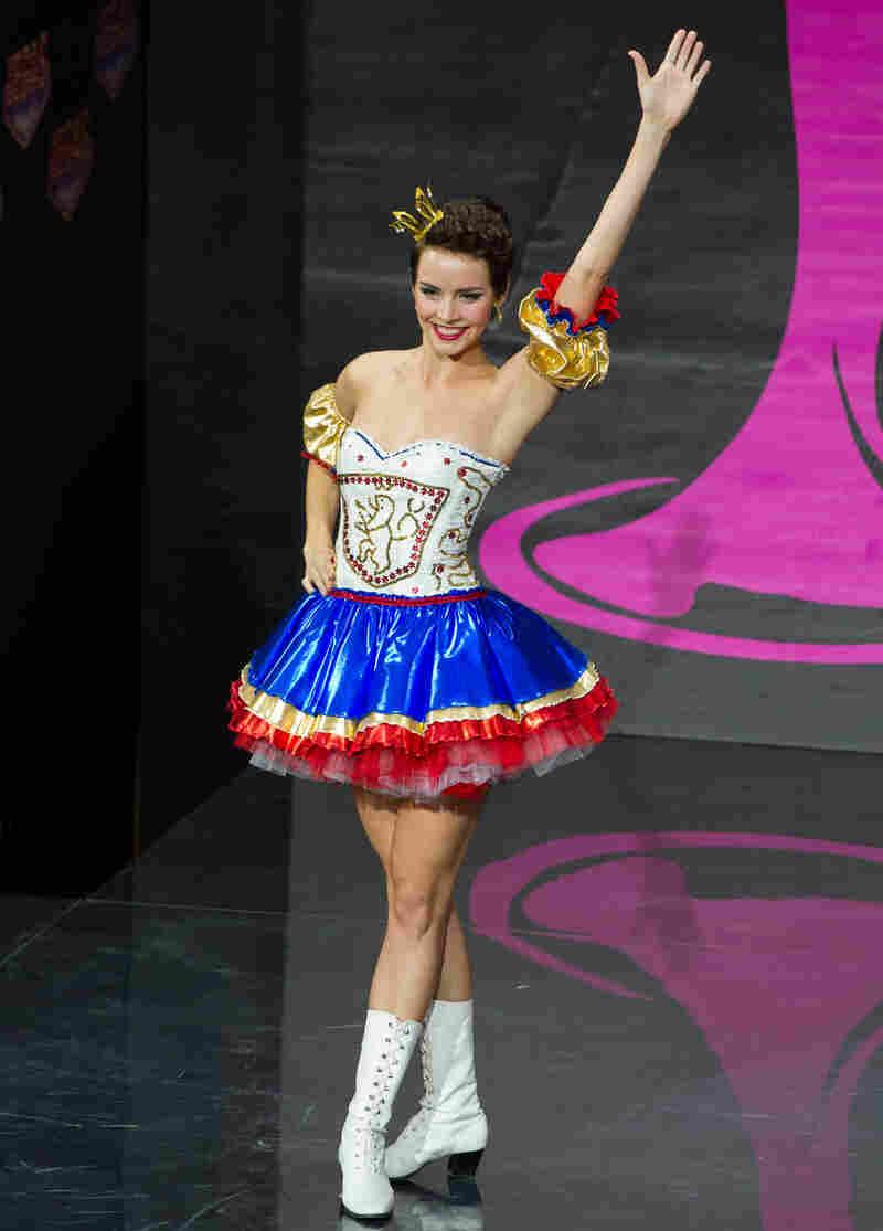 I am not kidding when I say I'm pretty sure Sandra Bullock wore this in Miss Congeniality. (Miss Czech Republic: Gabriela Kratochvílova)