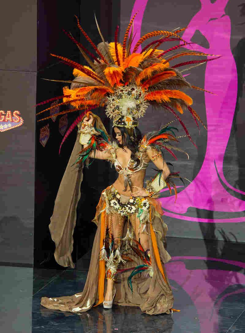 """Hola, amateurs."" (Miss Mexico: Cynthia Duque)"