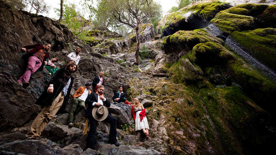 Edward Sharpe & The Magnetic Zeros.