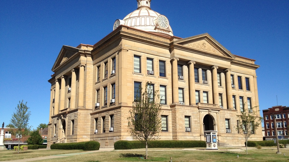 Built in 1905, this building replaced an earlier courthouse where Abraham Lincoln practiced law from 1847 to 1859.