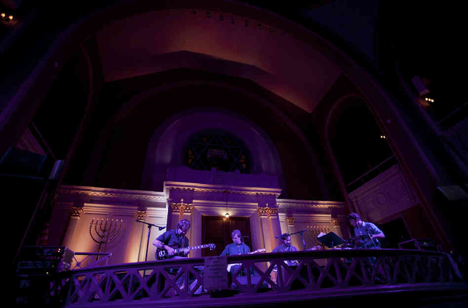 The synagogue provided the perfect space to showcase Bill Callahan's beautiful but deadpan baritone voice, as he performed highlights from his latest album, Dream River.