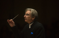 Michael Tilson Thomas put together an intriguing program for this performance by the San Francisco Symphony at Carnegie Hall on Nov. 13, 2013: Beethoven's Leonore Overture No. 3, Mozart's Piano Concerto No. 25 with pianist Jeremy Denk, Copland's woefully underheard Symphonic Ode, and current composer Steven Mackey's fantastical Eating Greens.