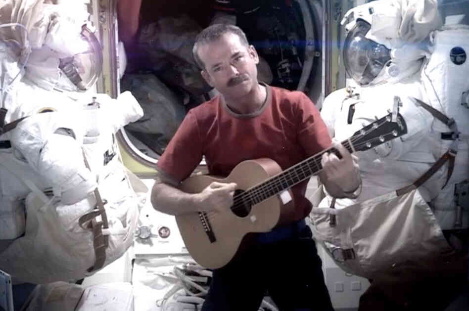 astronaut plays space oddity - photo #2