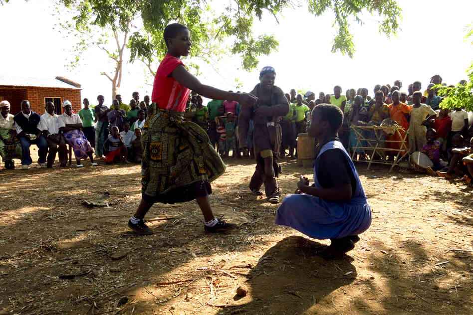 In a play written and staged by young people in Sandrack, Malawi, a mother and