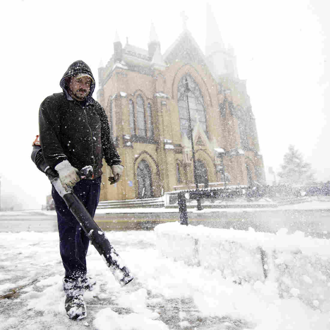 In Pittsburgh on Tuesday, Mark Swigart used a leaf blower to move snow.