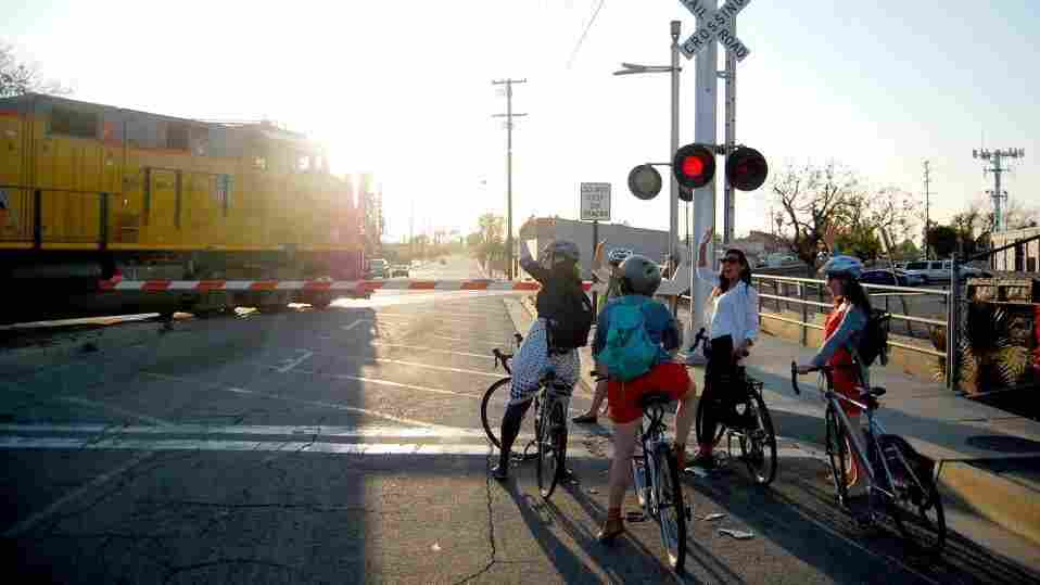 L.A. Bike Trains brings together groups of five to 10 cyclists who commute en masse.