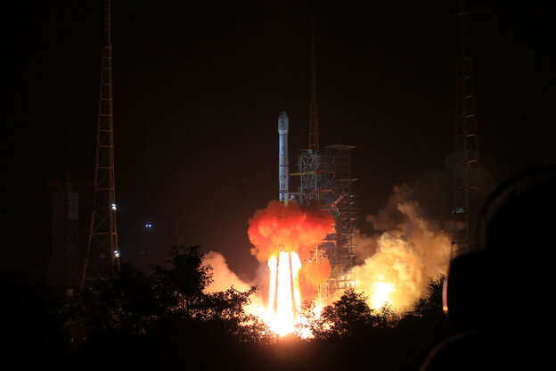 The Long March-3B carrier rocket carrying China's Chang'e-3 lunar probe blasts off from the launch pad at Xichang Satellite Launch Center in southwest China's Sichuan Province on Monday.