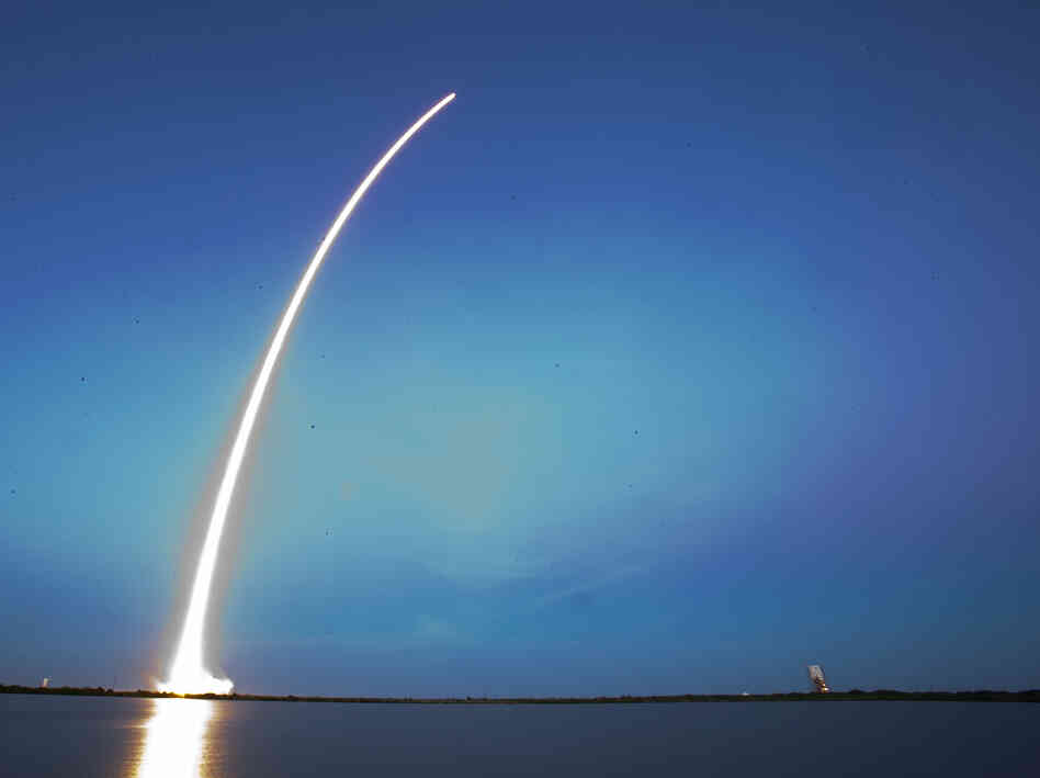 A Falcon 9 SpaceX rocket lifts off from L