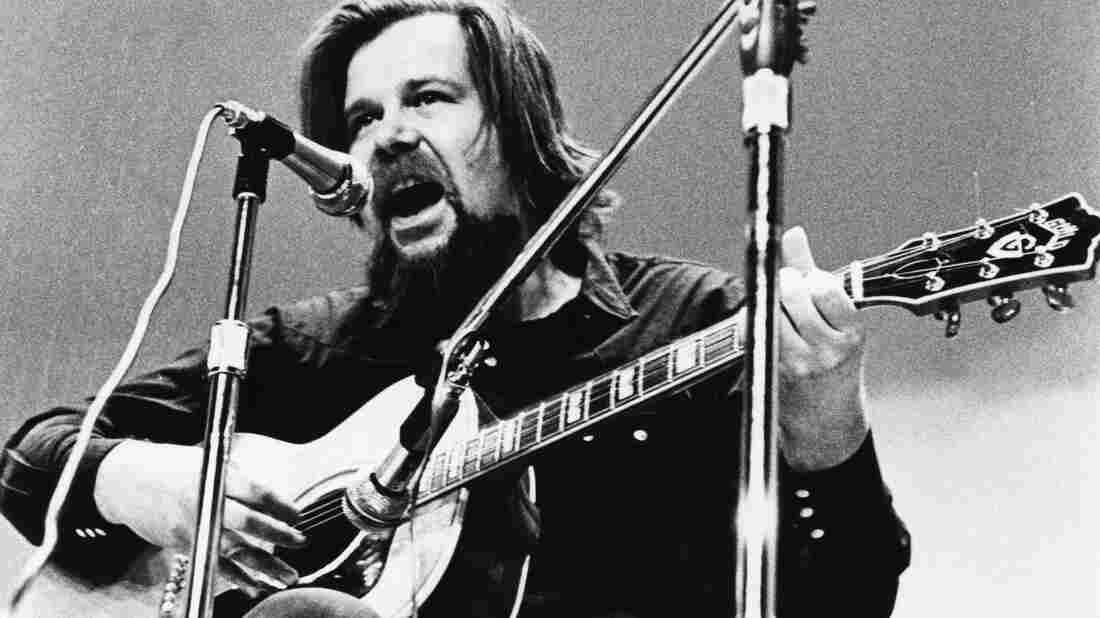 Dave Van Ronk performs onstage in 1970 in New York.