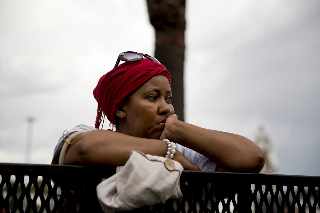 A lady silently mourns. A stark contrast to scenes coming from Johannesburg.