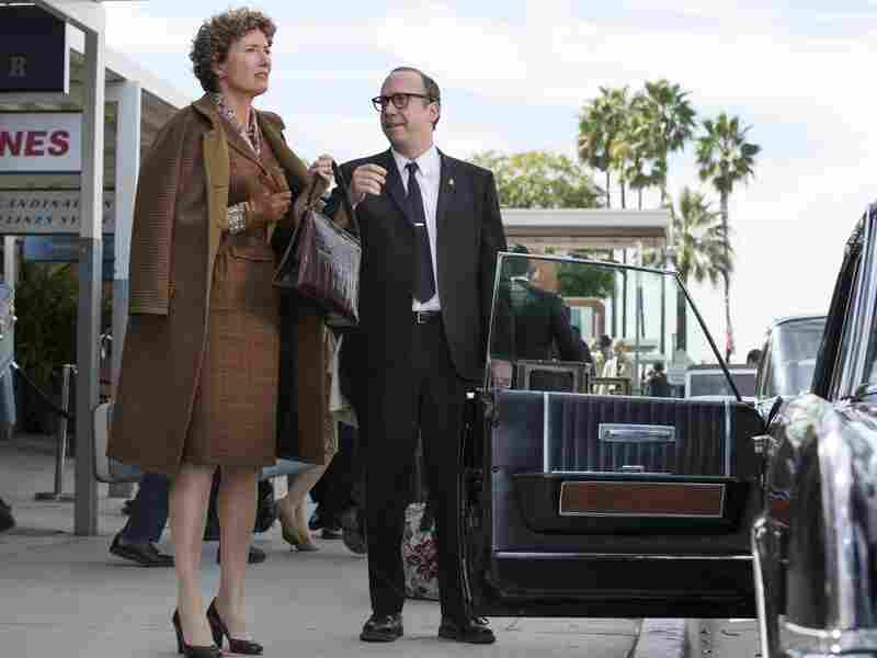 Travers braves the streets of Los Angeles with her driver Ralph (Paul Giamatti) after Disney invites her to collaborate on the film.