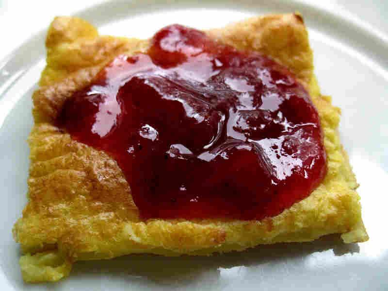 Pannukakku (Finnish Oven-Baked Pancake)