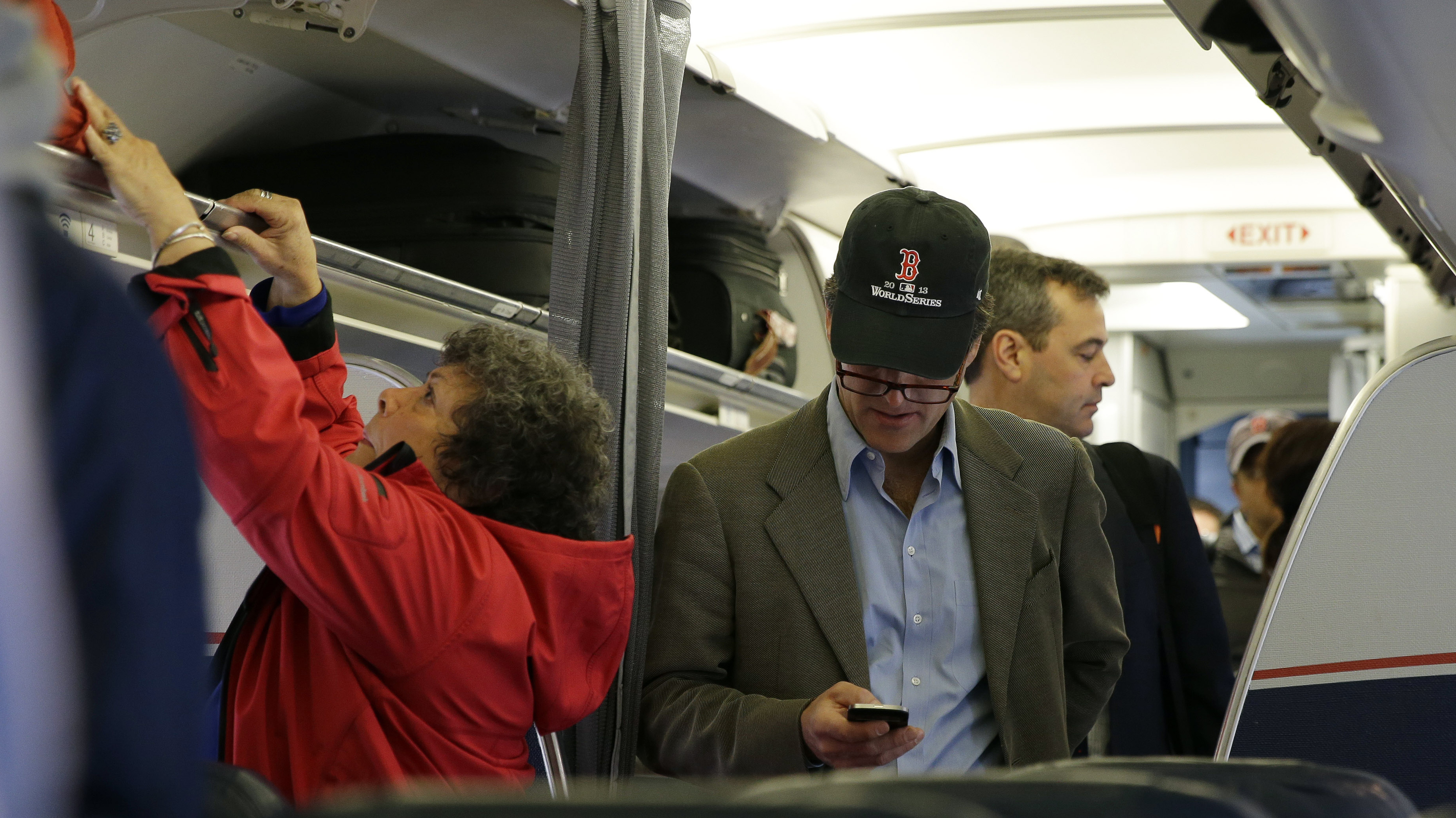 Rule Allowing In-Flight Phone Calls Clears First FCC Hurdle